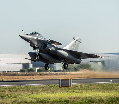 Indian Air Force Receives First Batch of Five Rafale Jets