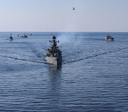 Iranian Naval Forces Start Massive Drills in Southern Waters