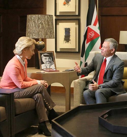 Jordanian King Receives German Defense Minister