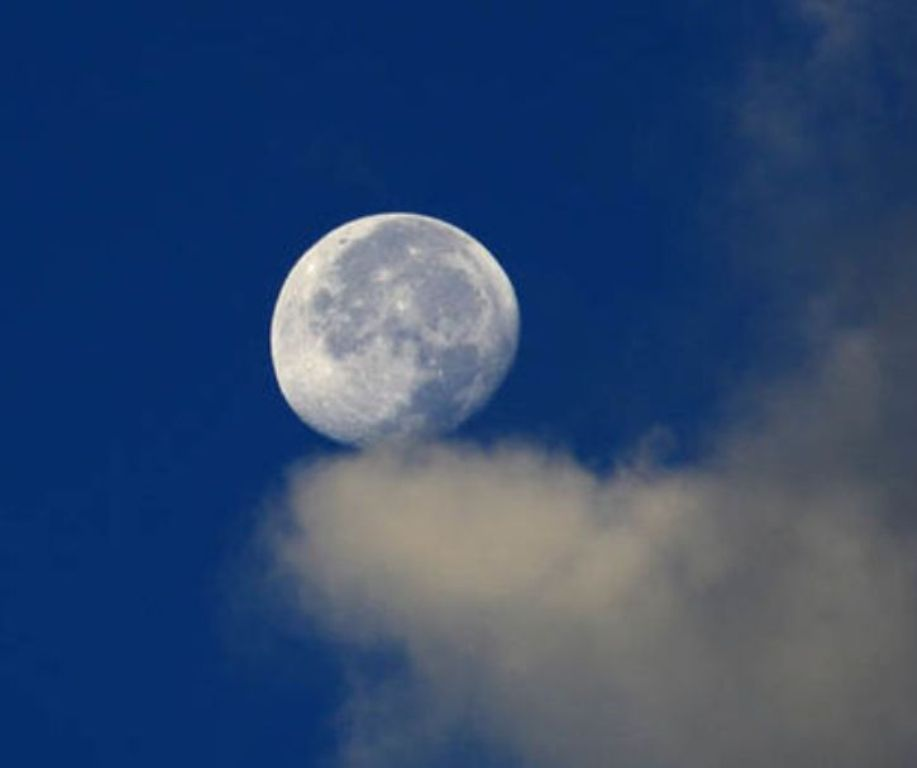 China to Launch Man-Made Moon Into Space
