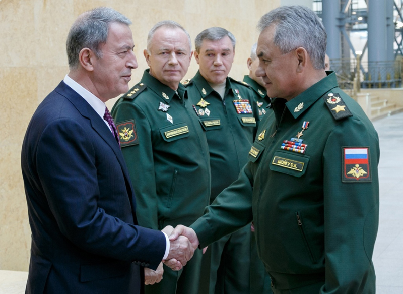 Russian, Turkish Defense Ministers Discuss Military Cooperation