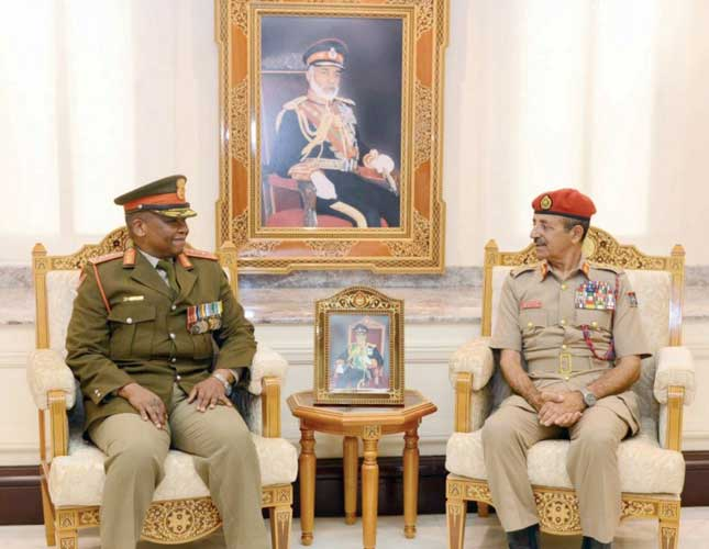 Oman's Chief of Staff Receives South Africa's Army Chief