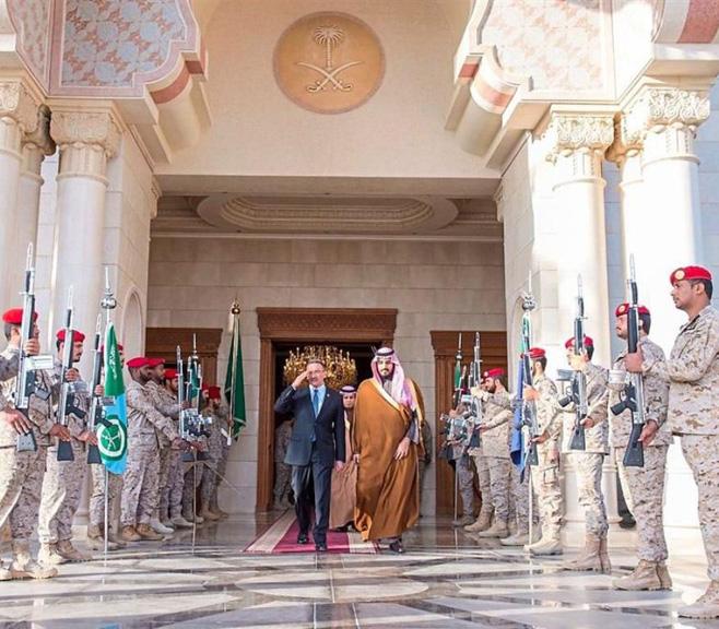 Saudi Defense Minister Receives Malaysian Counterpart