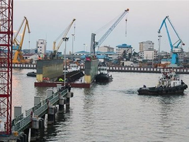 Iranian Navy Launches 150-Ton Floating Dock