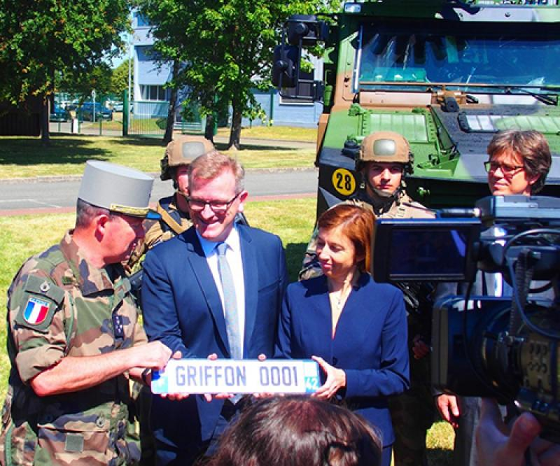 ARQUUS Presents First EBMR Griffon's License Plate to French Army Chief
