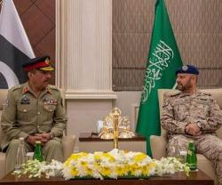 Saudi Chief of Staff Meets Chairman of Pakistan's Chiefs of Staff Committee