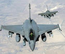 Britain, France Consider Air Strikes on Islamic State in Syria