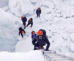 Abu Dhabi Crown Prince Hails UAE Armed Forces' Everest Climbers