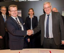 Renault Trucks Defense, DCI Sign Strategic Agreement