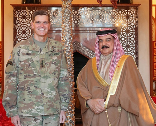 Bahrain King Receives USCENTCOM Commander