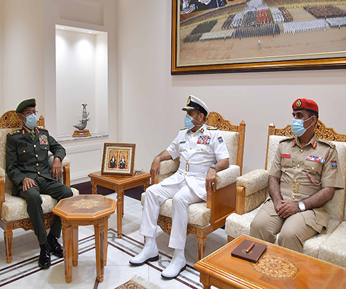 Chief-of-Staff of UAE Armed Forces Concludes Visit to Oman