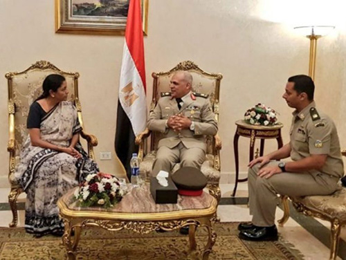 Egyptian Minister of Defense Receives Indian Counterpart