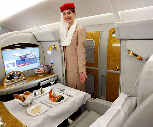Emirates to Recruit 3,000 Cabin Crew, 500 Airport Services Employees over Next 6 Months