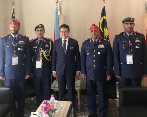 Emirati, Kuwaiti Defense Delegations Attend LIMA 2019