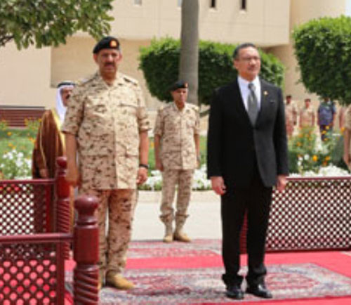 Bahrain's Commander-in-Chief Meets Malaysian Defense Minister