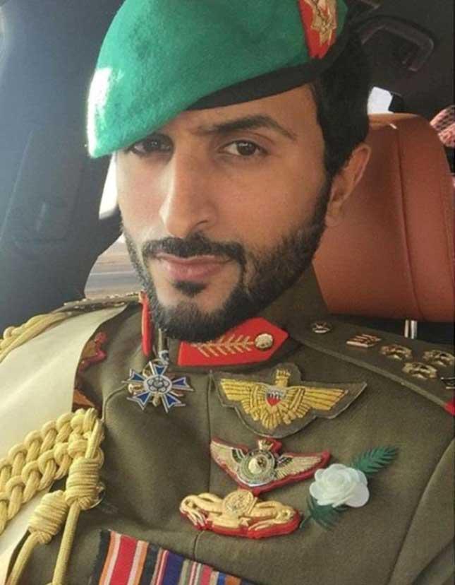 Bahrain Guard Commander Receives Sandhurst Graduates