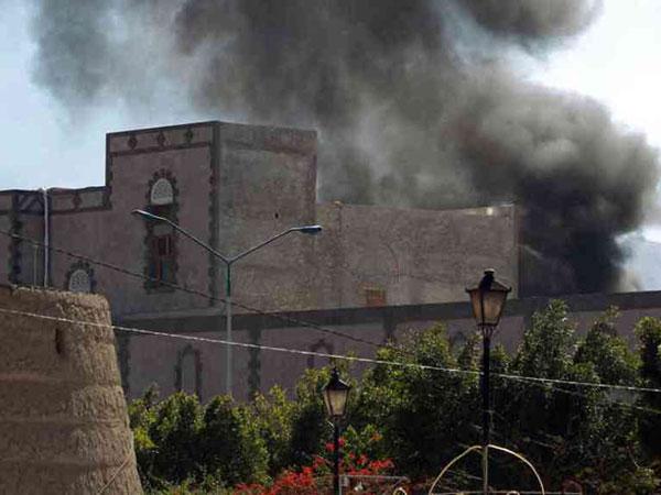 Car Bomb Rocks Yemen's Defense Ministry